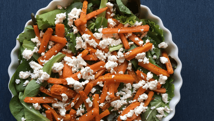 Lun salat med bagte gulerødder og feta